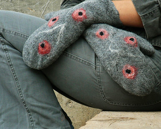 Grey wool mittens with poppy flowers | by JaneBoFELT
