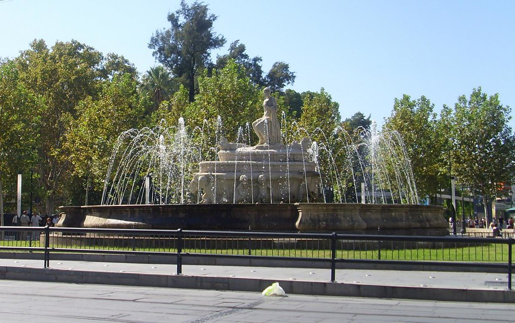 Fuente de la puerta de jerez sevilla plaza remodelada for Puerta 3 circuito jerez