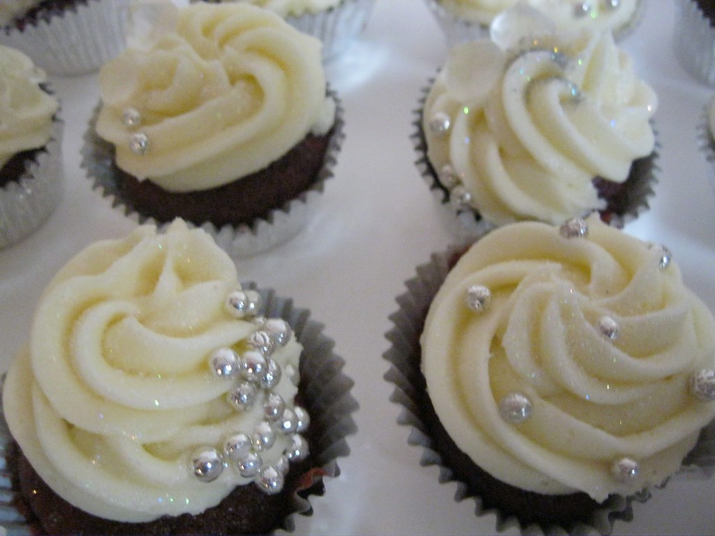 blingy bridal shower mini cupcakesjpg by katiskupcakes