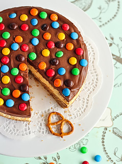 M&M Chocolate Mousse Cheesecake with a Salted Pretzel Crust | by raspberri cupcakes