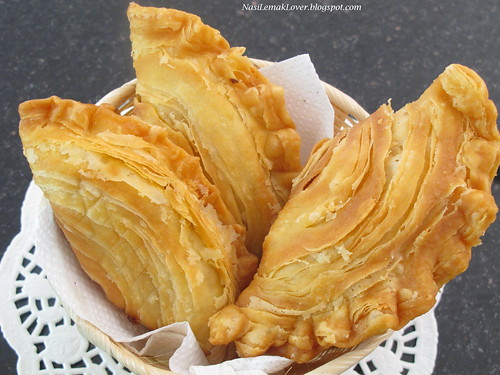 How to Make Curry Puffs: Delicious, Deep-Fried Pastries With Curried Meat and Potatoes