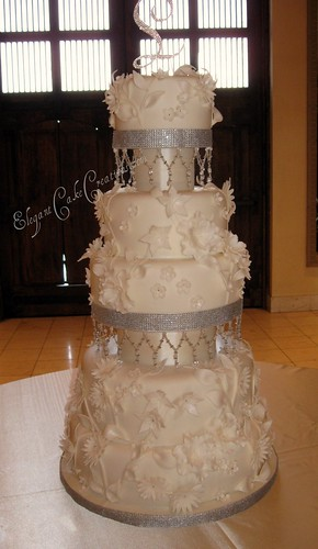 wedding cakes with crystals flowers amp crystals wedding cake loved and hated this 26009