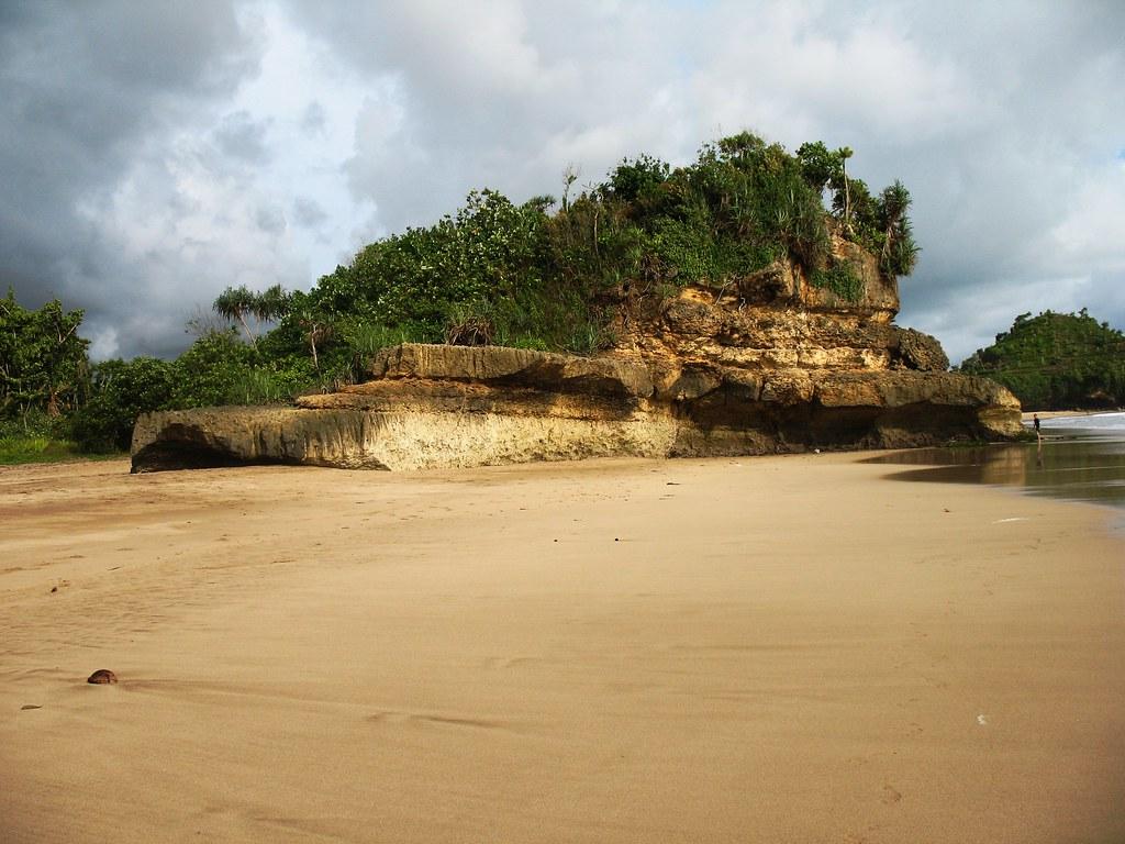 Pantai Ngantep Malang Selatan Another Remote Beauty Of Ea Flickr