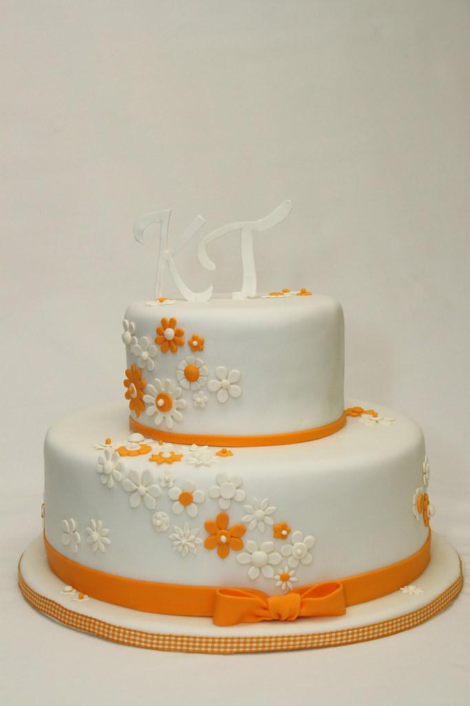 2 Stockige Hochzeitstorte Cremeweiss Orange Bluten Www Sues Flickr