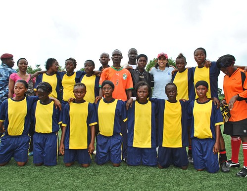 Marta with the Kono Diamond Queens at Kingtom Academy | by United Nations Development Programme