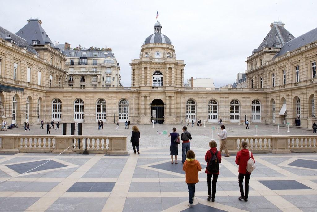 Grand Foyer Palais Du Luxembourg : La cour d honneur du palais luxembourg un rendez vous