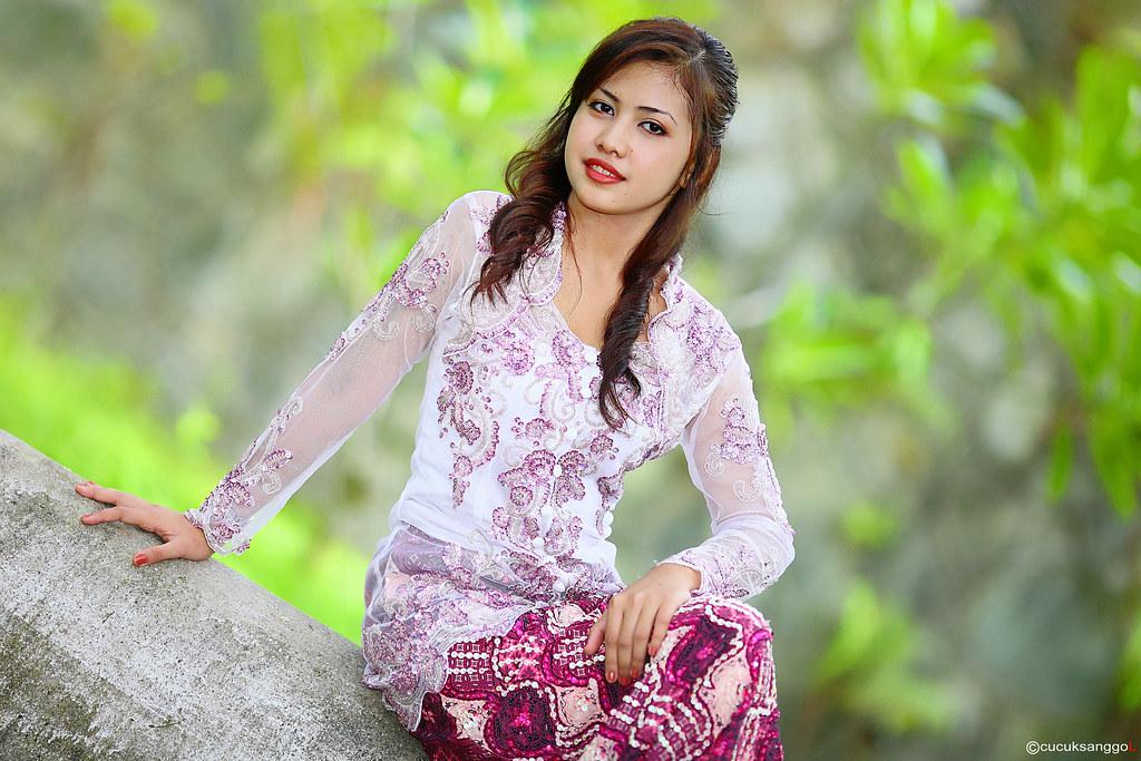 ... _kebaya # 9 | info : A Kebaya is a traditional blouse-dre… | Flickr