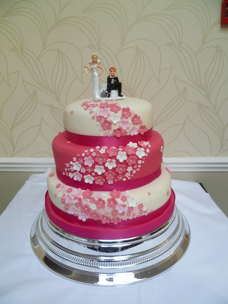 hot wedding cakes pink wedding cakes www pixshark images 15343