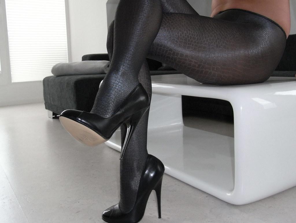 R0011416 | Wearing: 6 Fuss Heels / Oroblu Samantha