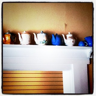 Instragram teapots on the doorframe at Bonbonerie | by Célèste of Fashion is Evolution