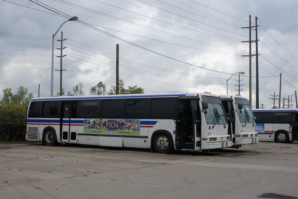 Subarban >> Cleveland RTA WFD 9716 R side | This is one of their transit… | Flickr