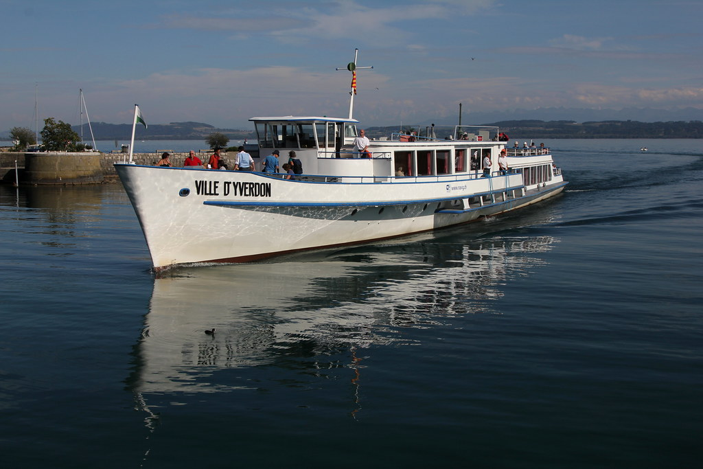Kursschiff ms ville d yverdon motorschiff schiff bat for Piscine yverdon