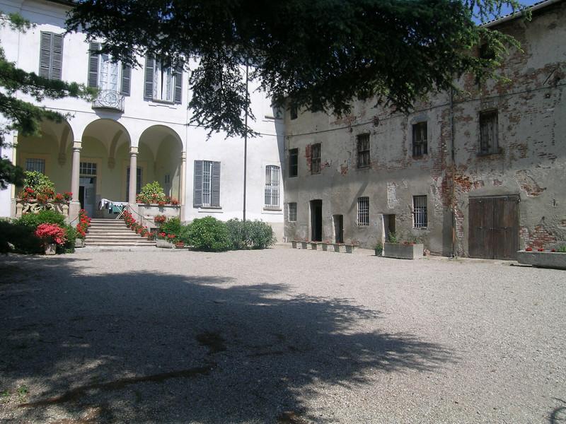 la facciata della casa padronale della cascina cantalupo