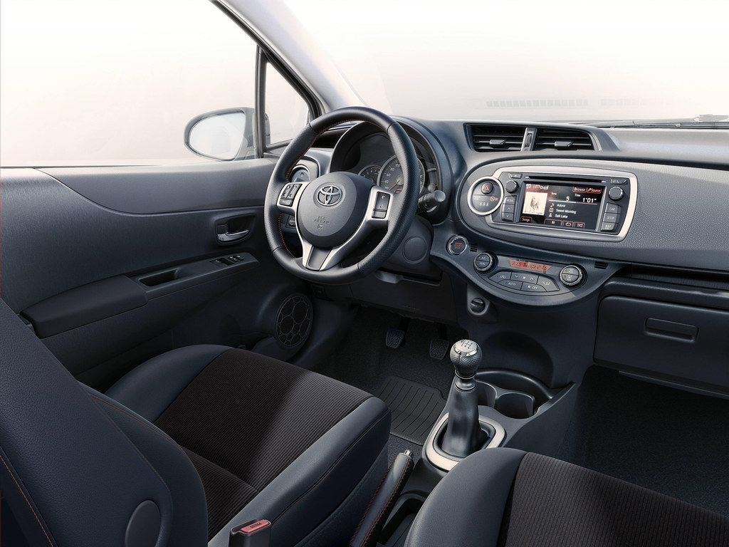 ... toyota-yaris-2011-interior-tme-011-a-full |
