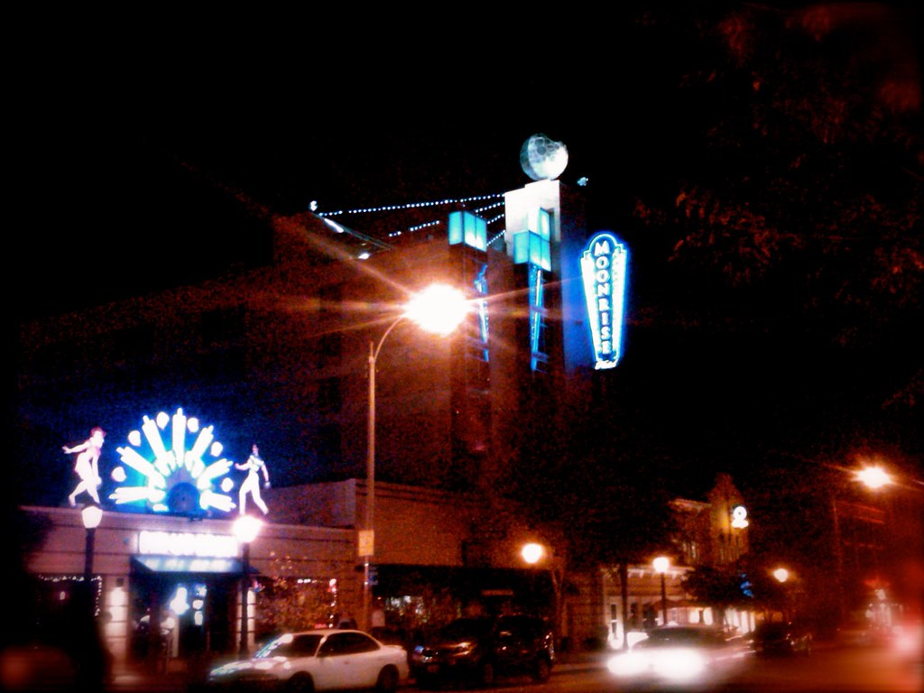 Moonrise St Louis Restaurant
