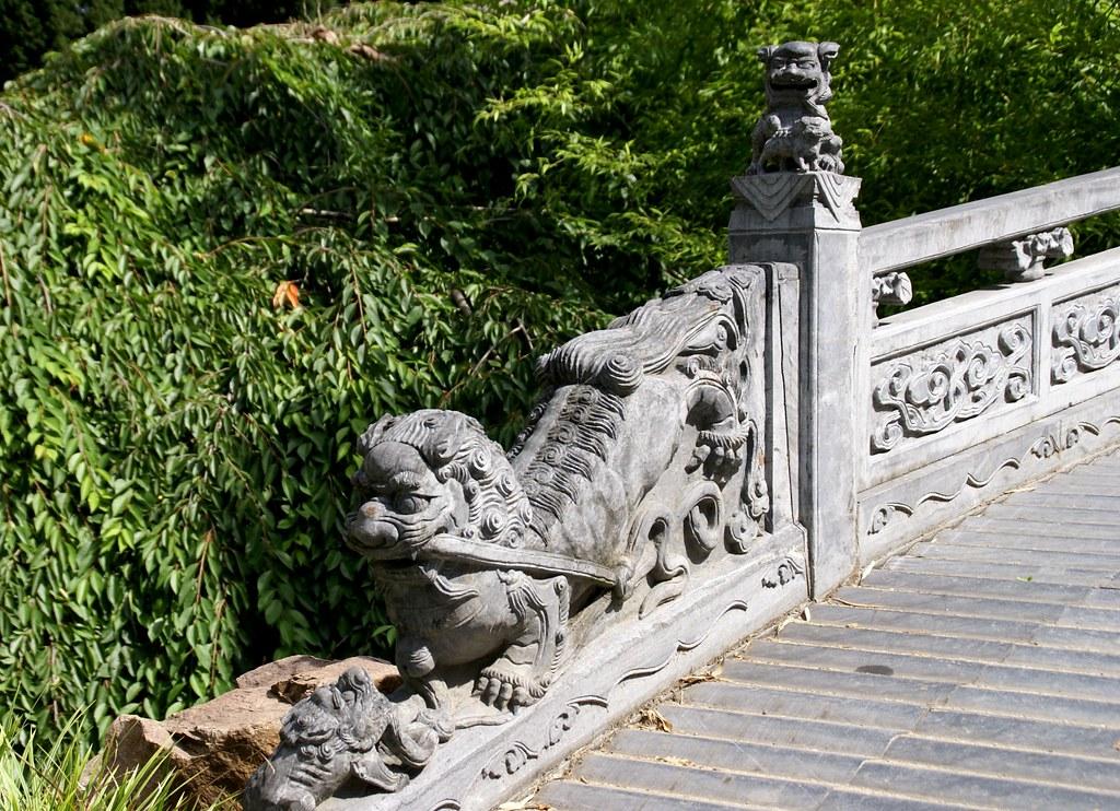 Frankfurt, chinesischer Garten, Löwe an der Brücke des hal… | Flickr