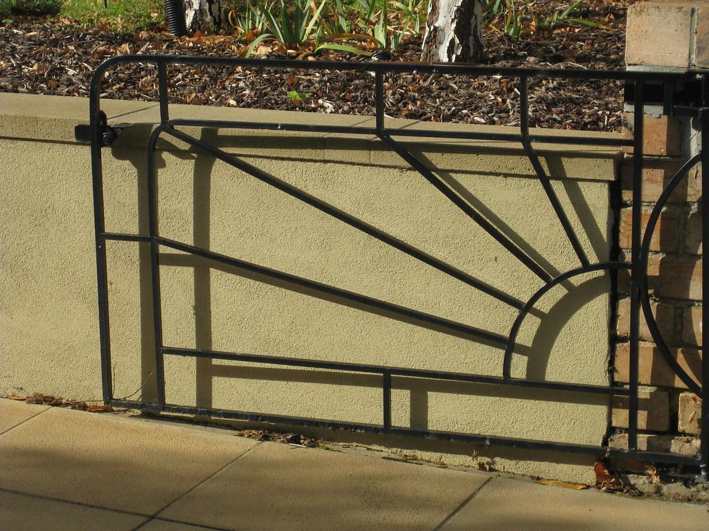 Sunburst driveway gate essendon a beautiful metroland for Driveway gates online