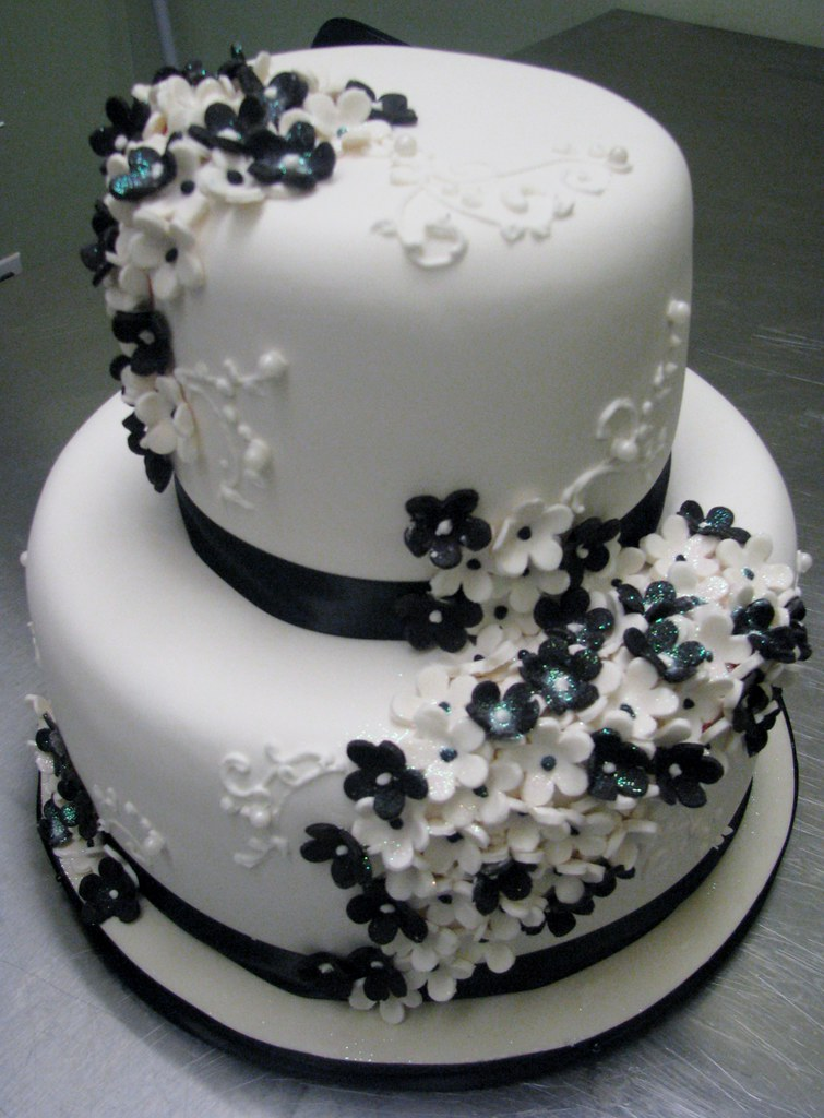 Images Of Black And White Birthday Cake : Black and White Cake www.kimandashlee.com www.facebook ...