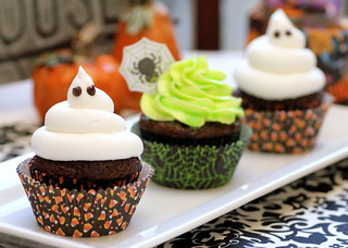 Ghoulishly Glowing Cupcakes | by Recipe Snob