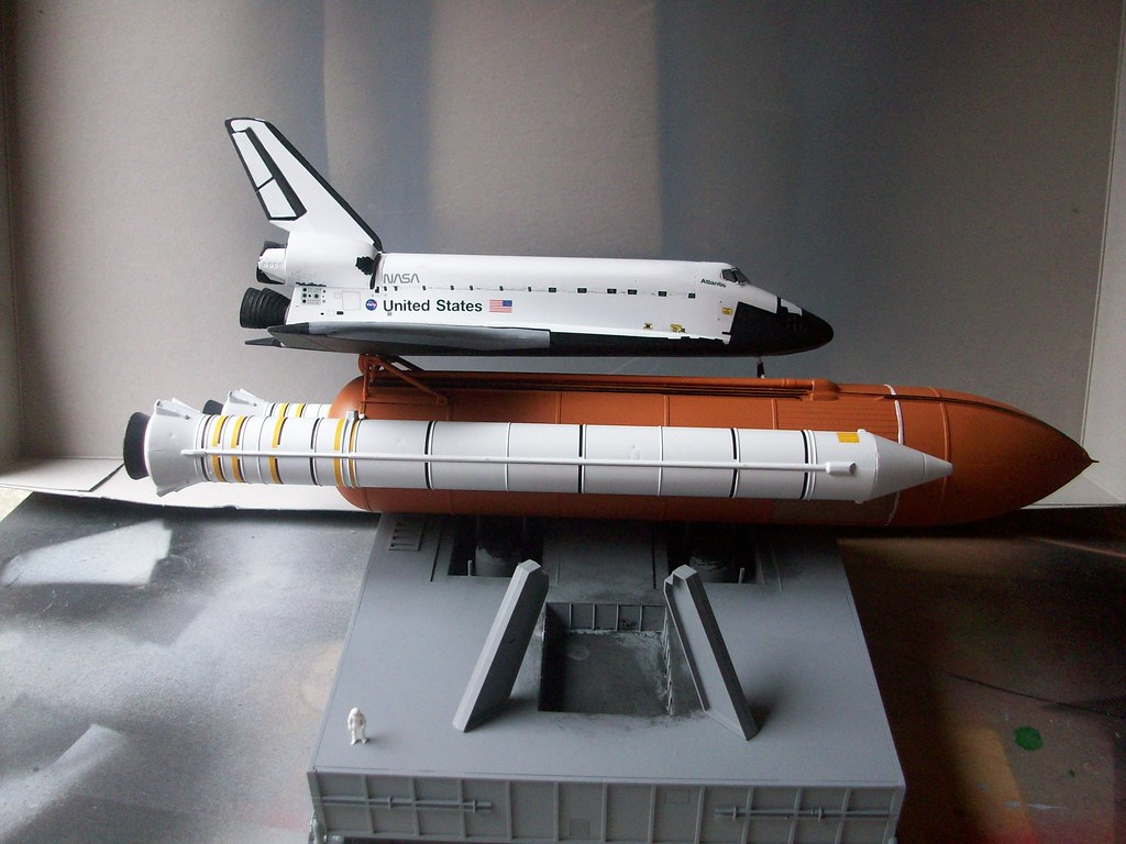revell germany space shuttle atlantis model kit - photo #25