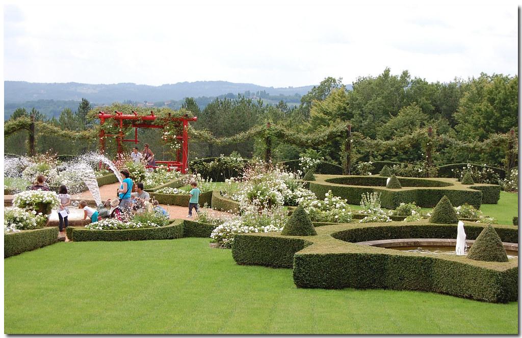 Jardins d 39 eyrignac le jardin blanc gillyan9 flickr for Cacharel le jardin