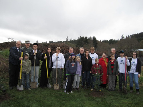 Vernonia team- Ken Murphy, Mayor Josette Mitchell, Tom Kelly, Kitzhaber, Cyliva Hayes, Sen Johnson, Commissioner Hyde, National Guard & Students | by Oregon Solutions