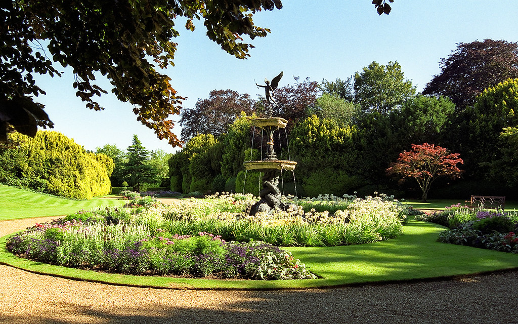 Ascott House Gardens Buckinghamshire Uk A View Of The