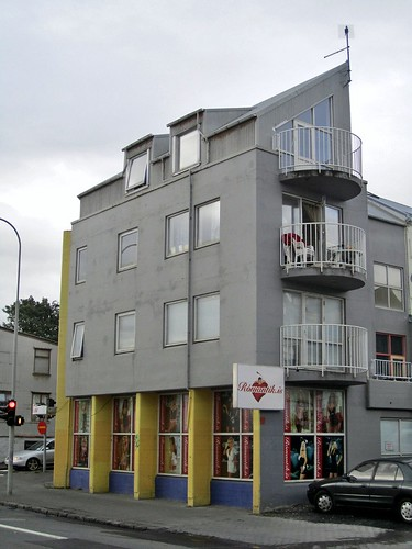 Sex shop with apartments above reykjav k for Shop with apartment above