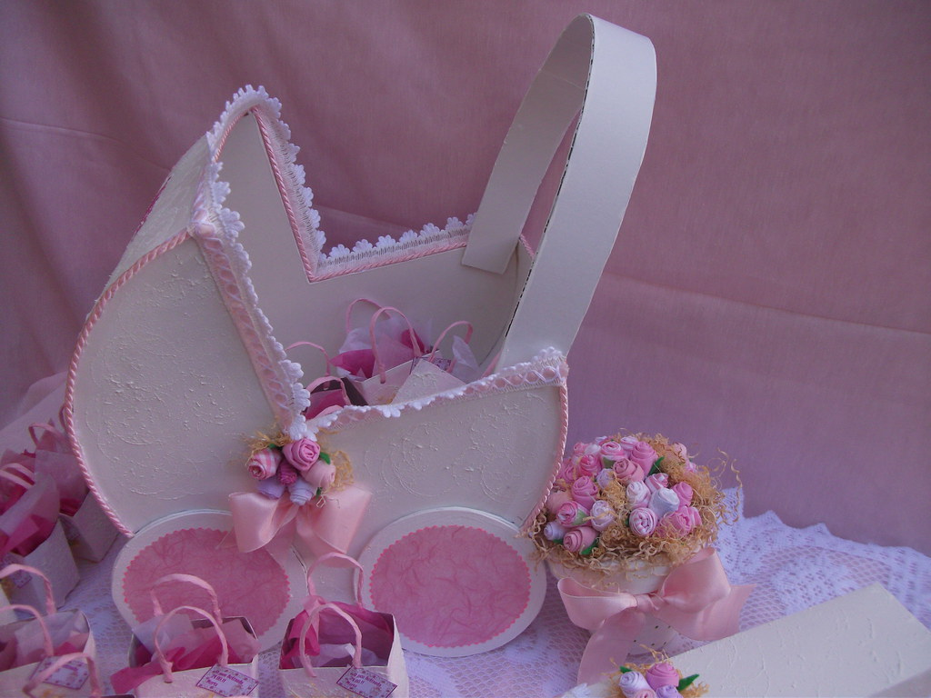 Cestas decoradas para lembran as de casamento ou baptizado - Cestas de mimbre para bebes ...