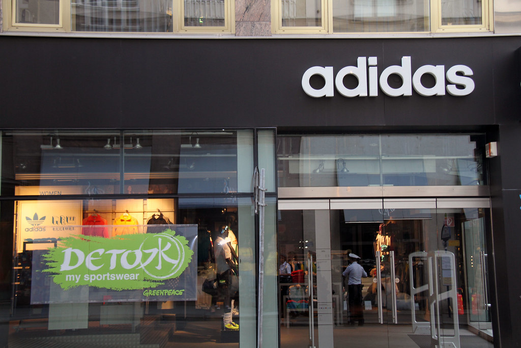Find all 94 Adidas outlet stores in 34 states, including locations, hours, phone numbers and official website.