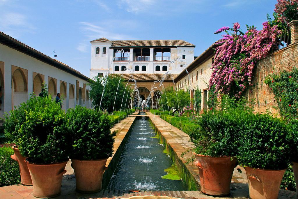 Patio de la acequia generalife patio de la acequia for Los jardines de arbesu