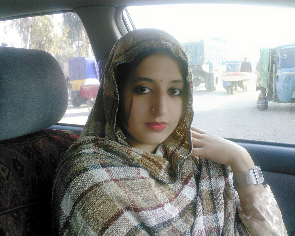 Karachi teen in car dating3gp - 1 4