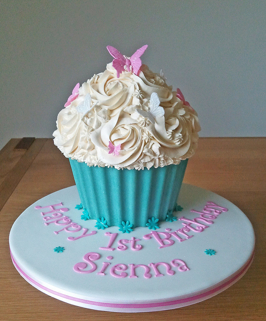 Big Cupcake Images : Sienna s Giant Cupcake A Giant Cupcake for a little ...