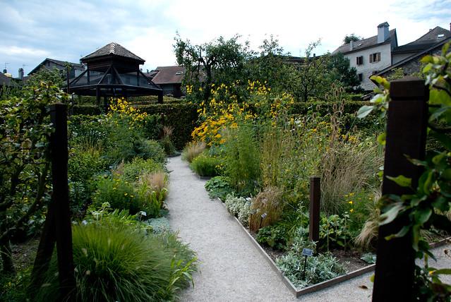 Le labyrinthe jardin des cinq sens yvoire haute savoie for Jardin 5 sens yvoire