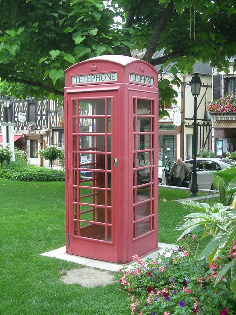 Une cabine t l phonique britannique en plein berry flickr photo sharing - Etagere cabine telephonique ...