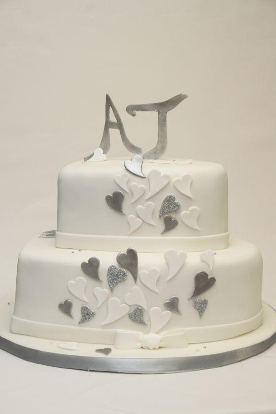 Schlichte Elegante Hochzeitstorte Herzform Silber Weiss Flickr