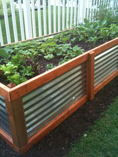 Galvanized steel raised bed garden | by alamodestuff