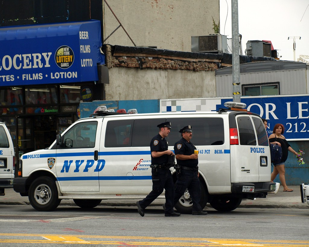 P043s Nypd Police Officers With Chevrolet Express Van Con