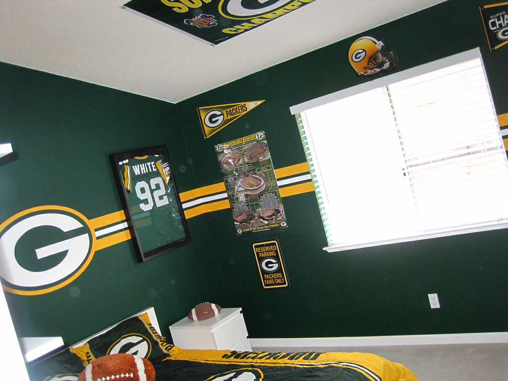 ... Green Bay Packer Bedroom 002 | By Manland North