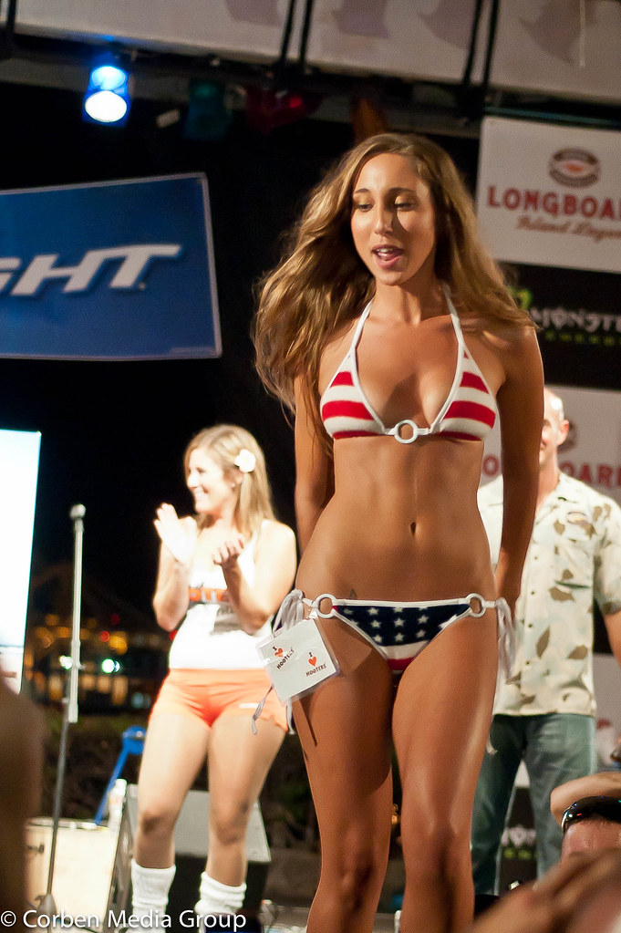 sexy-girl-with-bud-light-photo