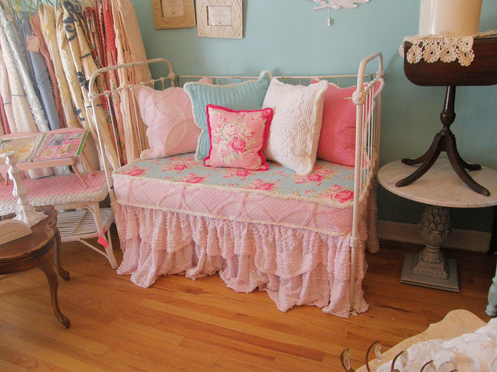 shabby chic daybed antique iron baby crib antique. Black Bedroom Furniture Sets. Home Design Ideas