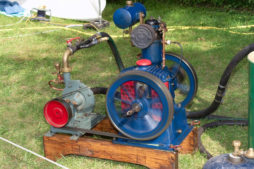 moteur coupl une pompe moteur coupl une pompe lors d flickr. Black Bedroom Furniture Sets. Home Design Ideas