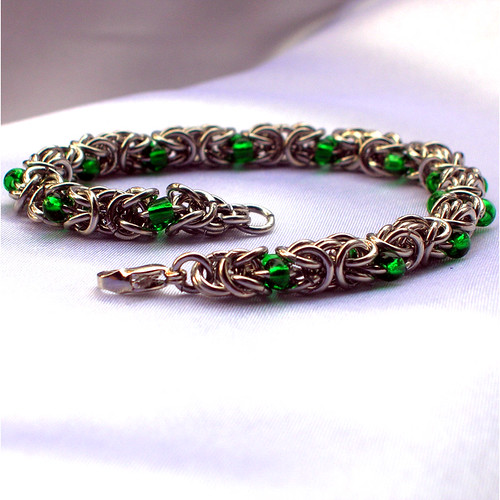 Make A Chain Mail Bracelet: Byzantine Chainmaille Bracelet With Green Accents