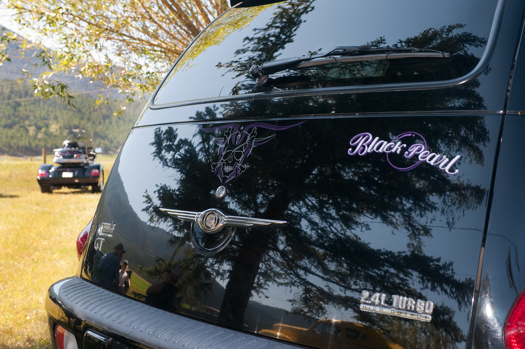 Pearl pirate theme pinstriping on a pt cruiser by