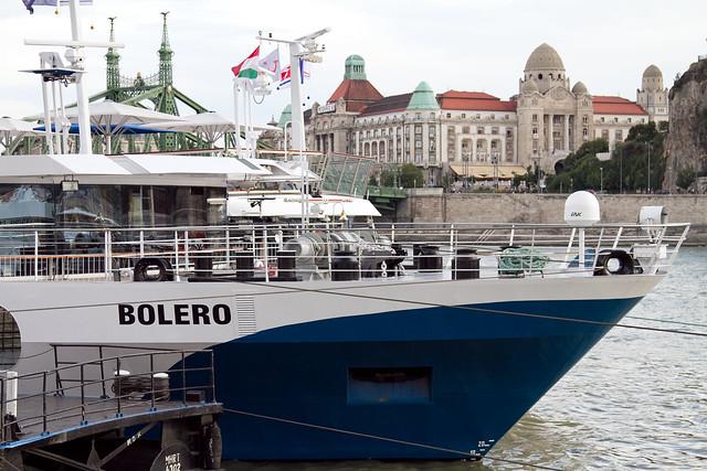 Ms bolero con los ba os gell rt al fondo flickr photo sharing - Banos budapest ...