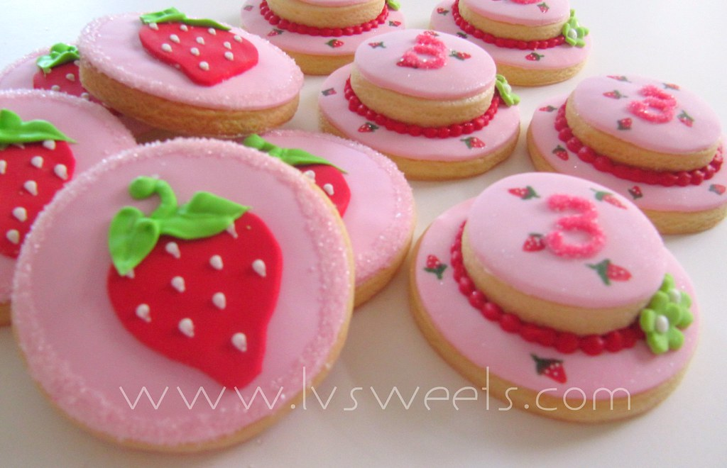 Strawberry Shortcake cookies | Strawberry & hat cookies desi ...