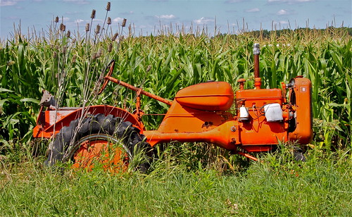 Allis Chalmers B Fuel Tank : Allis chalmers model b the fuel tank seems to be in an