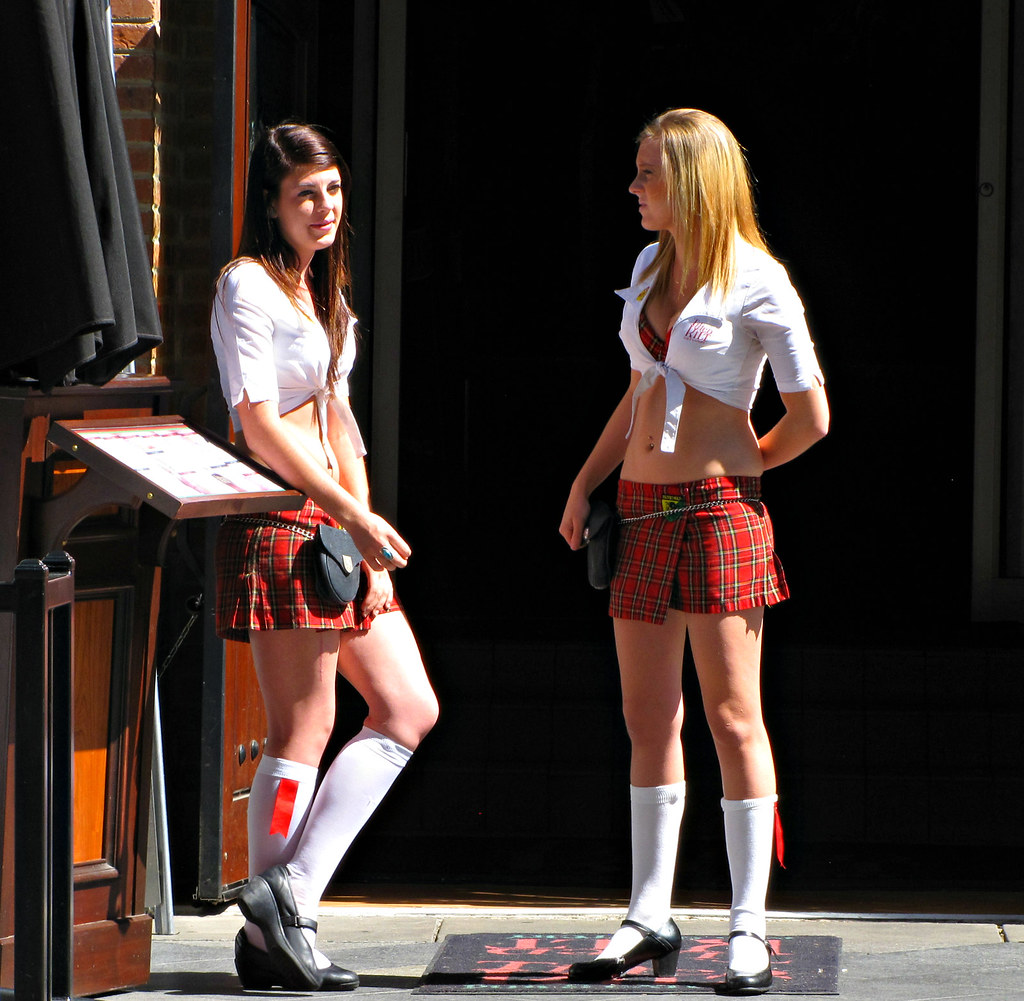 sexy Girls at Tilted Kilt - Gallery eBaums World