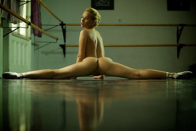 foto-golih-krasivih-gimnastok