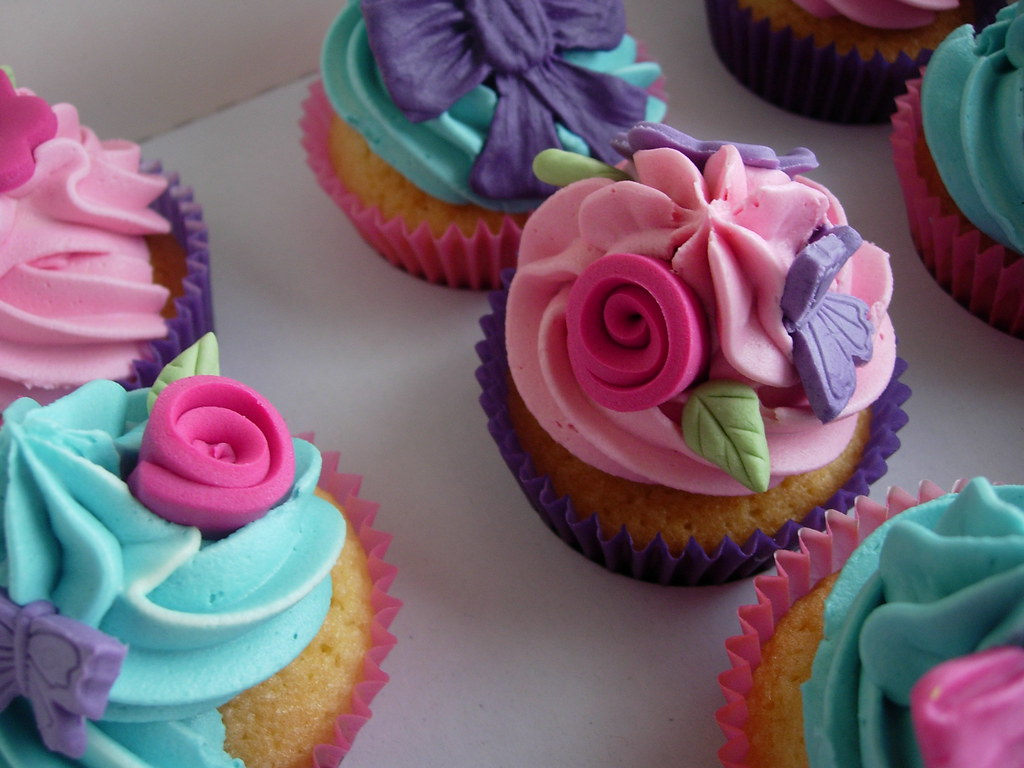 megans pink and purple cupcakes fantasy cupcakes flickr